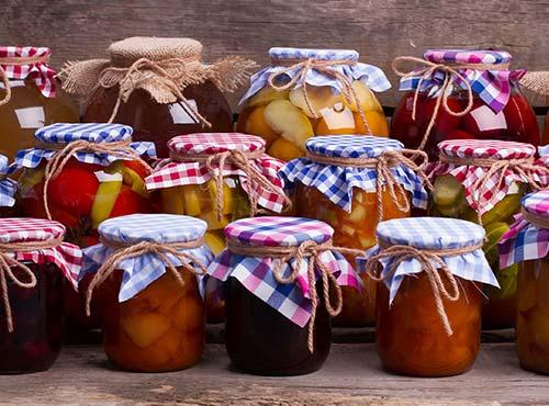 El origen de la fruta confitada y las mermeladas de frutas hay que buscarlo en los antiguos mercaderes, que querían sacar el máximo partido de su stock.