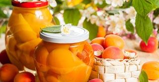 Los grados brix en las frutas en conserva miden la densidad del sirope o concentración de azúcar que hay en las frutan en almíbar, por ejemplo.