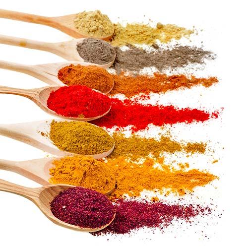 Los colorantes naturales proceden de extractos vegetales o, a veces, animales, y son los que se usan en la industria alimentaria para hacer alimentos más saludables como las cerezas confitadas con colorantes naturales de Lazaya.