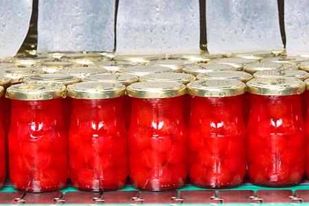 Nuestras líneas de envasado de fruta confitada son versátiles y pueden adaptarse a las necesidades de cada cliente.