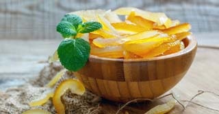 The origin of candied fruits is uncertain: ancient merchants made the best of their stock preserving citrus fruit this way.