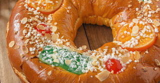 Roscon de Reyes is a typical Christmas dessert of Spain