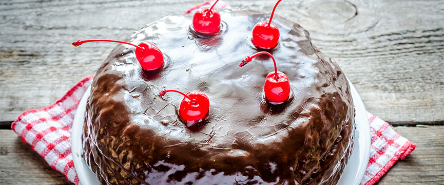 Maraschino cherries enhance the appeal of industrial or bakery cakes.