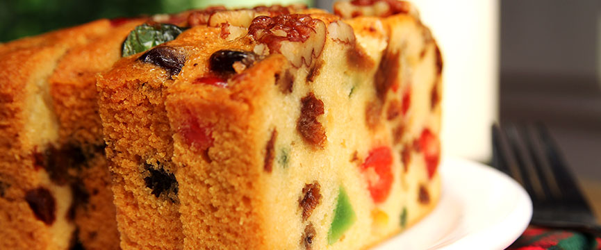 Make delicious cakes with candied fruits like this gateaux de voyage.